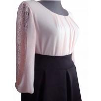 Bluza eleganta roz deschis din voal cu insertie dantela si pliuri