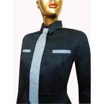 Camasa office eleganta, de culoare neagra cu maneca lunga, cambrata pe corp CADOU: cravata cu model pepit de culoare alb/negru