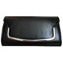 Poseta plic casual, de culoare neagra, cu decoratiune metalica
