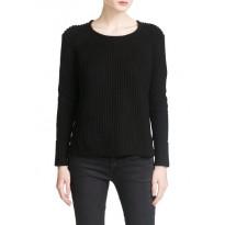 Pulover tricotat cu model reiat, de culoare neagra